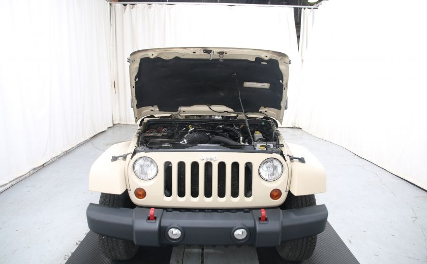 2011 Jeep Wrangler Sahara #20