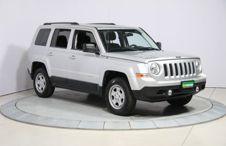 2014 Jeep Patriot North 4WD AUTO A/C GR ELECT à Estrie