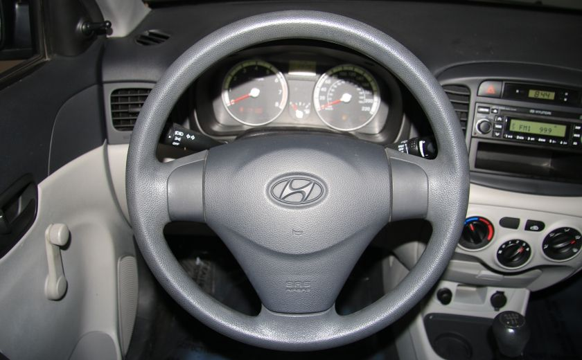 2009 Hyundai Accent L #12
