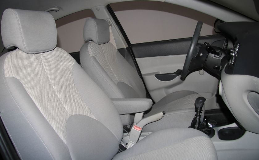 2009 Hyundai Accent L #20