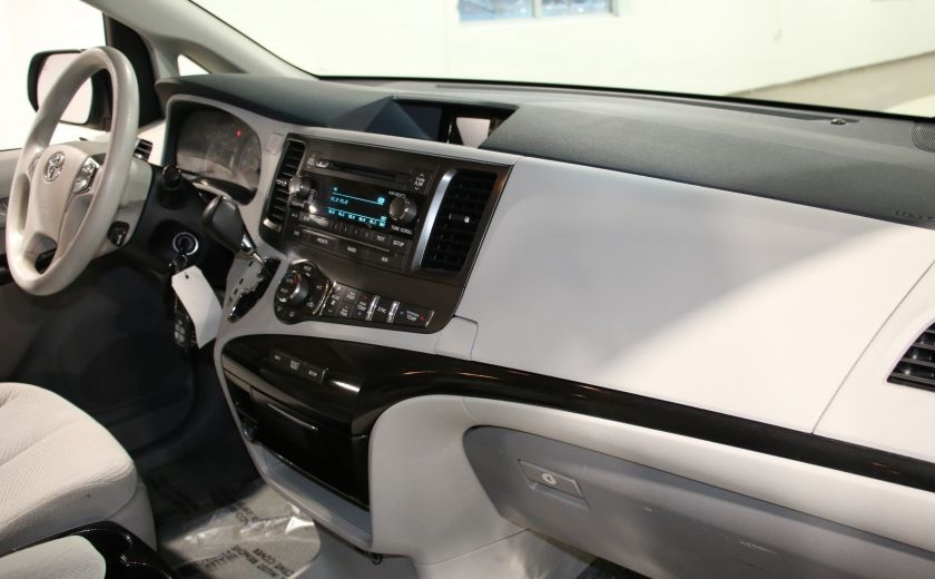 2013 Toyota Sienna LE AWD AUTO A/C MAGS BLUETOOTH 7 PASS #24