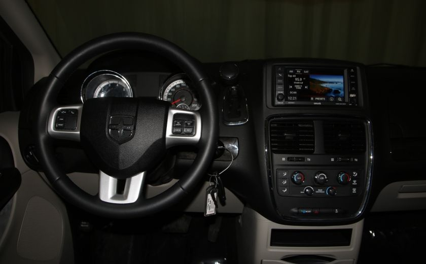 2016 Dodge GR Caravan SXT #10