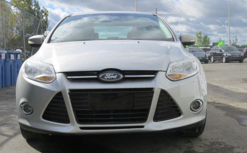 2012 Ford Focus SE et toit ouvrant #4