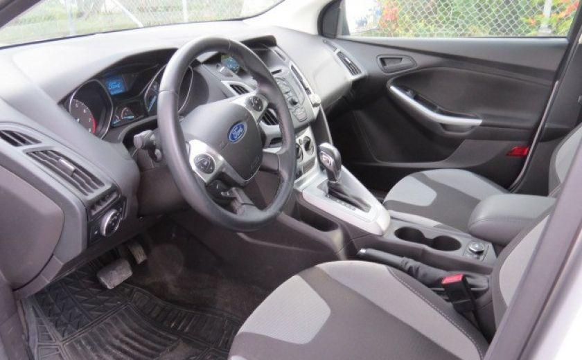2012 Ford Focus SE et toit ouvrant #16