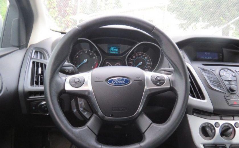 2012 Ford Focus SE et toit ouvrant #17