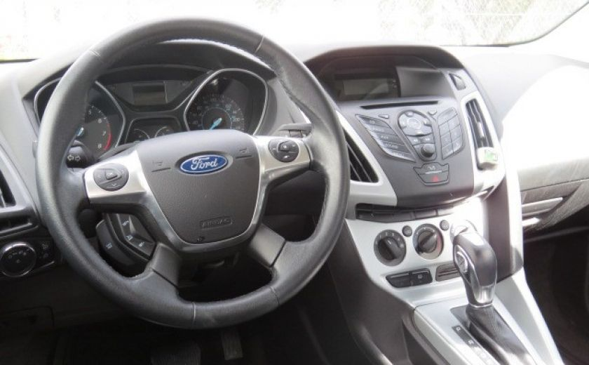 2012 Ford Focus SE et toit ouvrant #20