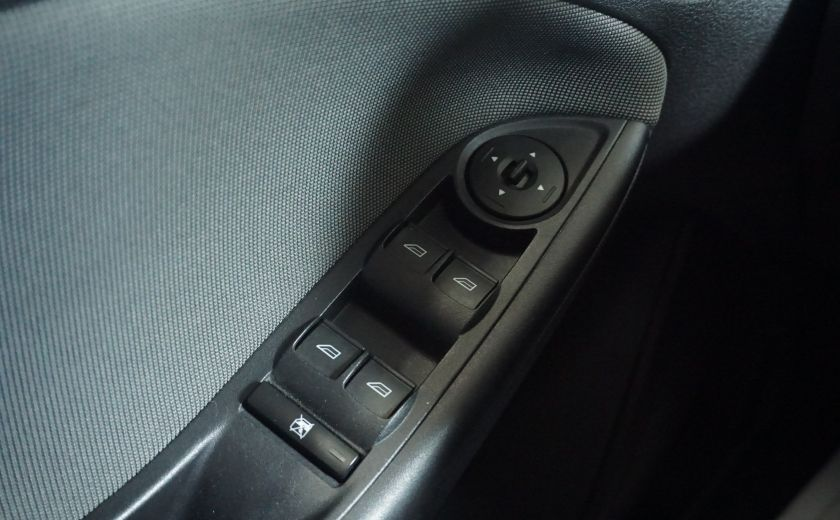 2013 Ford Focus SE #18