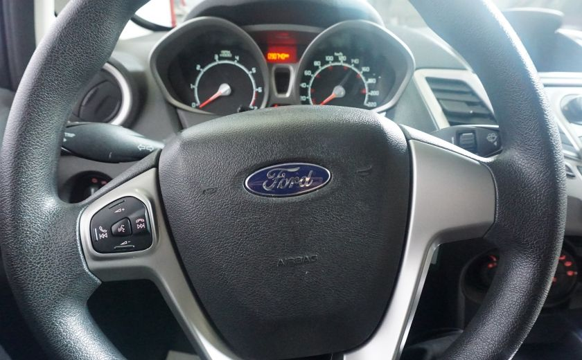 2013 Ford Fiesta SE #10