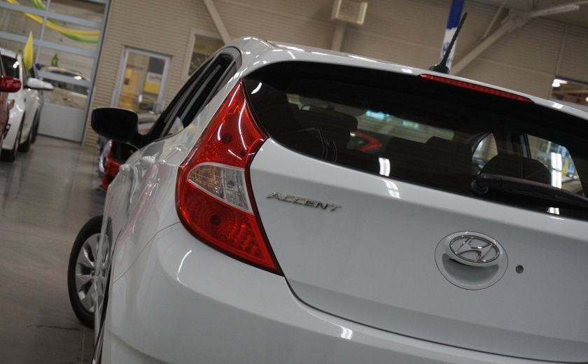 2015 Hyundai Accent GL #29