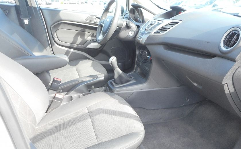 2012 Ford Fiesta SE #16