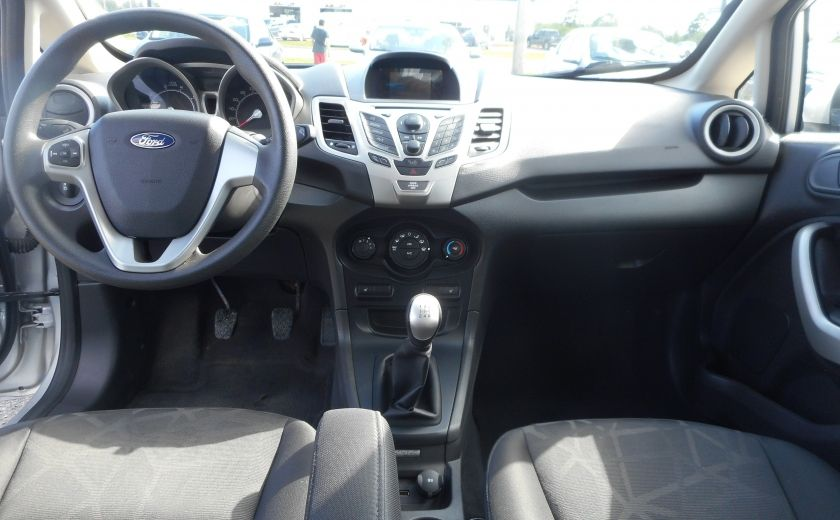2012 Ford Fiesta SE #13