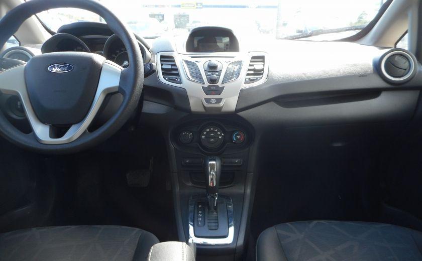 2012 Ford Fiesta SE #12