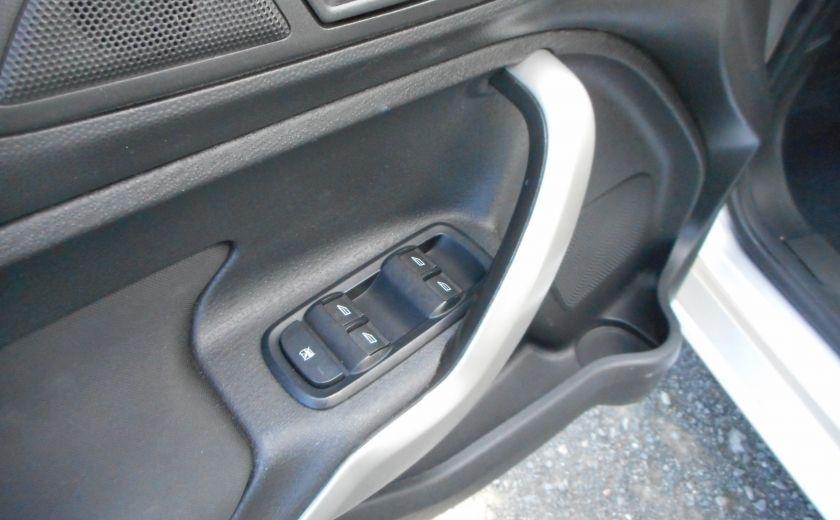 2012 Ford Fiesta SE #9