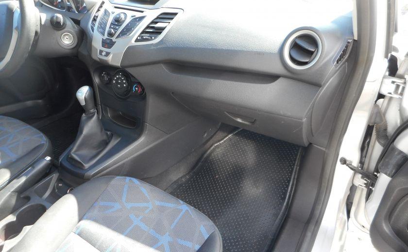 2012 Ford Fiesta SE #18