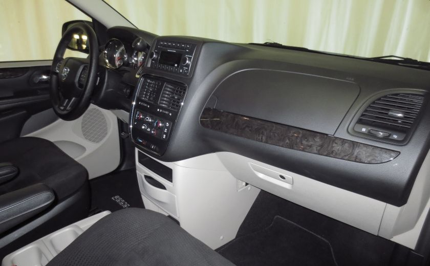 2016 Dodge GR Caravan SXT #24
