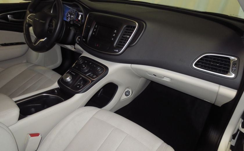 2015 Chrysler 200 Limited #21