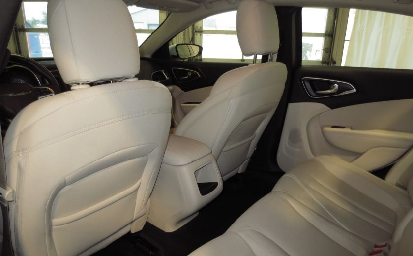 2015 Chrysler 200 Limited #17
