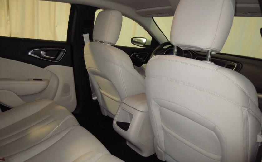 2015 Chrysler 200 Limited #19