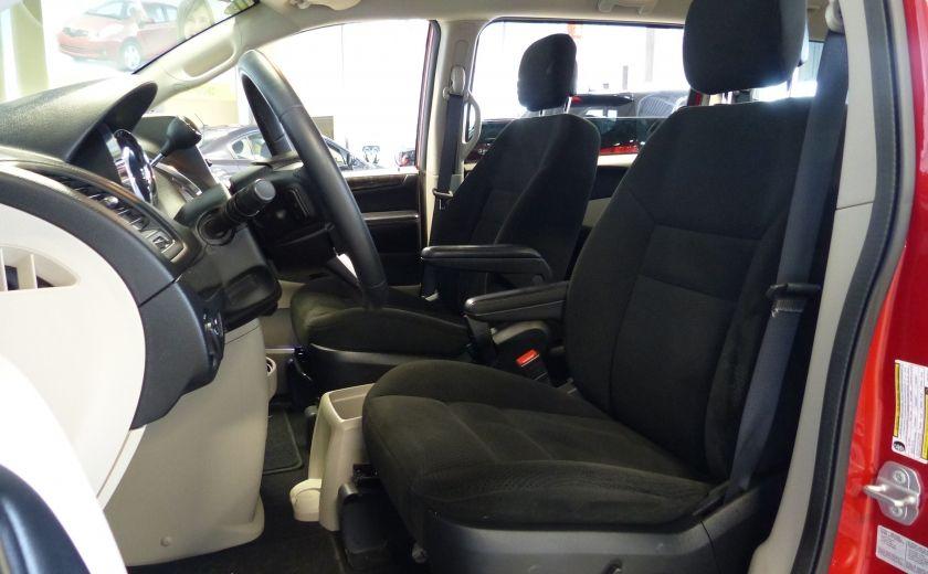 2016 Dodge GR Caravan SXT Sto-N-Go (TV-DVD) #17