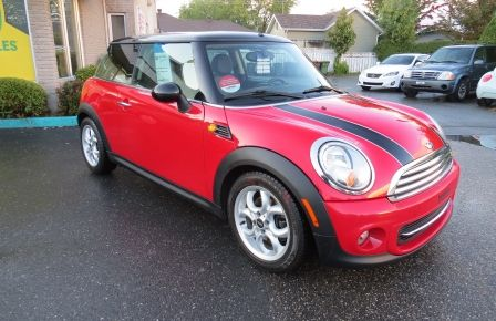 2012 Mini Cooper 2dr Cpe MAN A/C MAGS TOIT PANO GR ELECTRIQUE in Carignan
